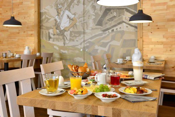 fruehstuecksbuffet_hotel_erb_parsdorf_13